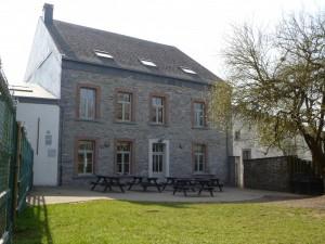 Groepshuis Vielsalm 1 achterzijde en tuin